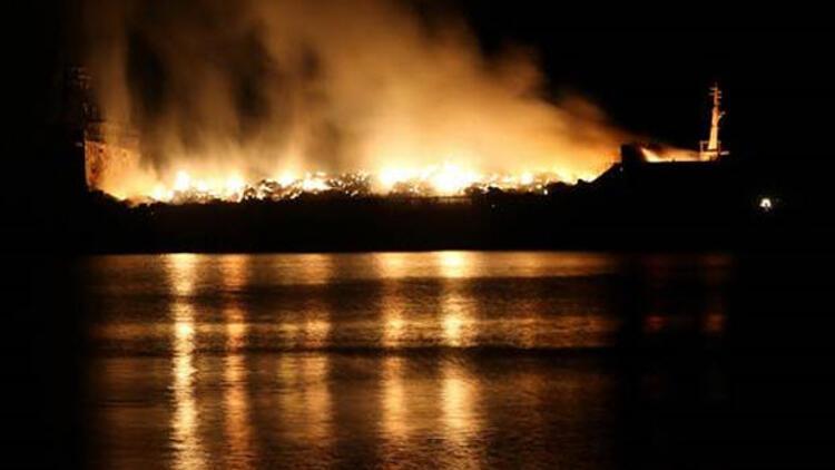 İskenderun'daki gemi dünden beri cayır cayır yanıyor