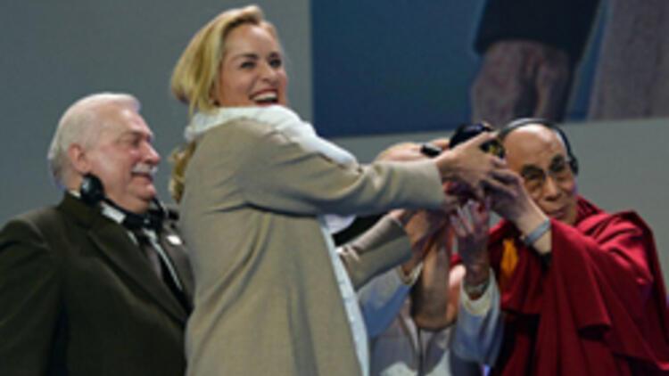 Ödülünü Dalai Lama'dan aldı