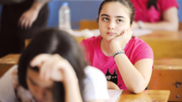 Sınavlarda 2 gözetmen öğretmen sınıfta olacak