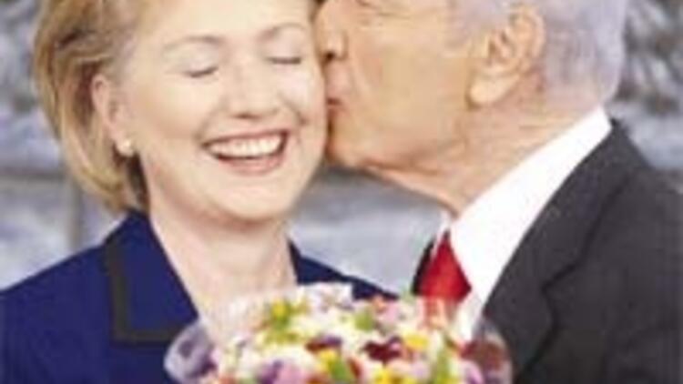 Hillary'e 'One minute' sürprizi