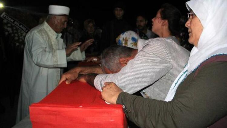 Şehit er Medet Mat'in cenazesi, ailesinin isteğiyle sabaha karşı toprağa verildi