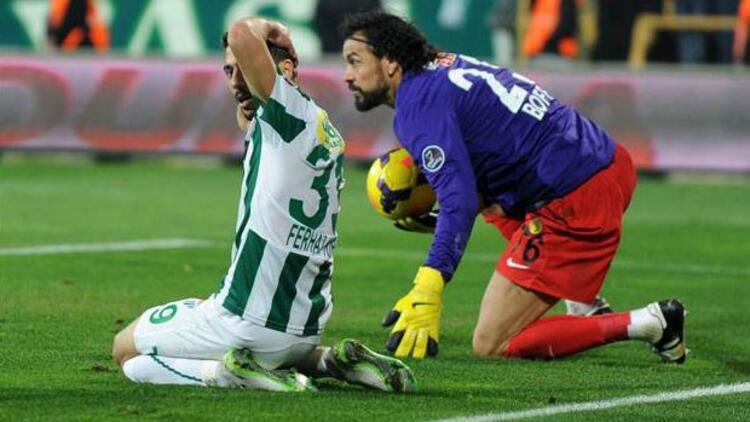 Servet penaltıyı kurtardı, takımını kurtaramadı