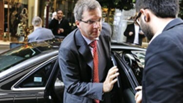 Yunanistan'a 'kemeri daha da sık' baskısı iyice yoğunlaştı 150 bin memura yol göründü