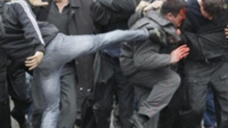 Kırgızistan'da hükümet devrildi
