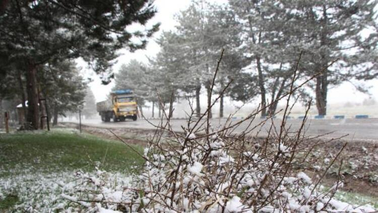 Abant'a kar yağdı