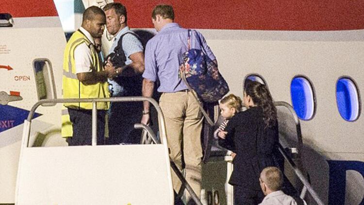 Prens William ve Kate Middleton tatilden tarifeli uçakla dönünce...