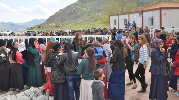 Çukurca'daki Üzümlü sınır kapısı pasaportlu geçişe açıldı