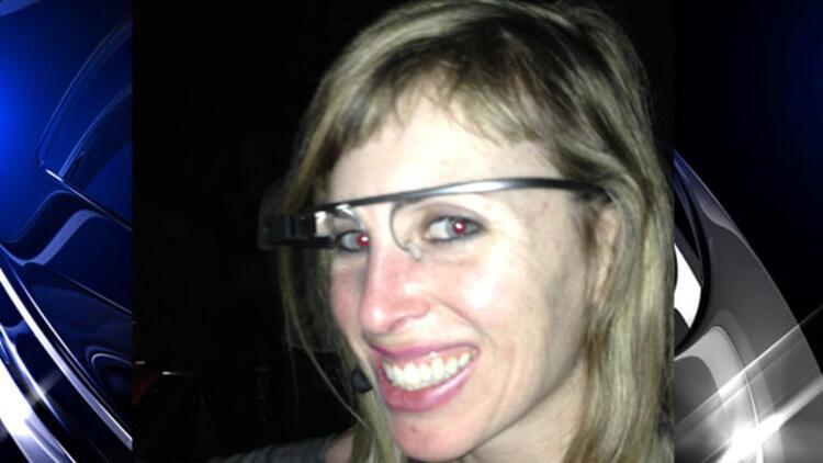 Akıllı gözlüğü taktı önce tartaklandı sonra da...