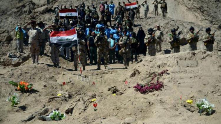 Tıkrit'te askerlerin gömüldüğü 12 toplu mezar bulundu