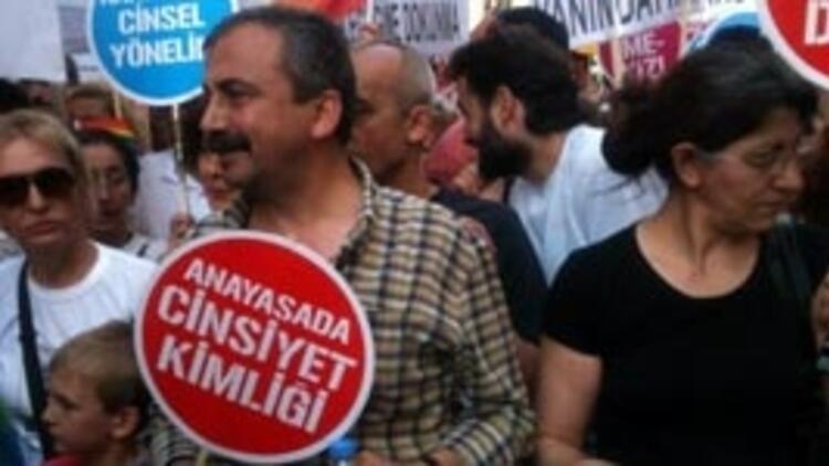 Taksim'de LGBTT Onur Yürüyüşü