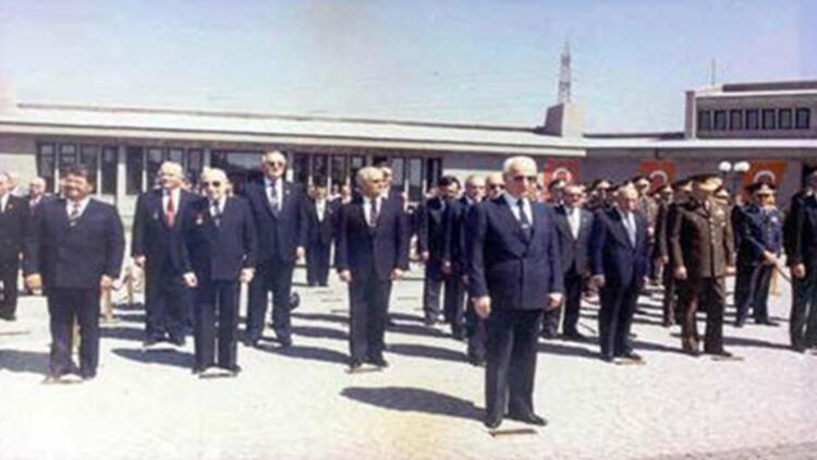 Evren gömüleceği devlet mezarlığının açılış töreninde bulunmuştu