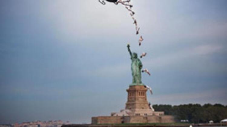 23 metre yükseklikteki helikopterden atladı