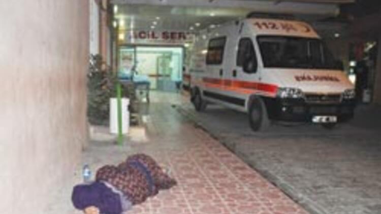 Bu kadın ambulans bekliyor