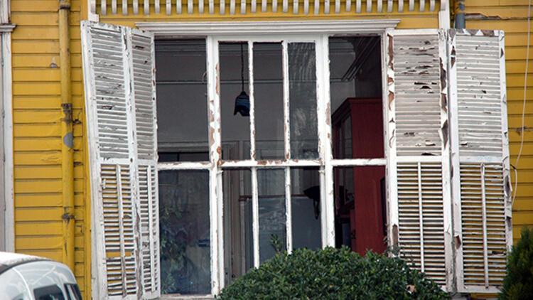 Saldırıya uğrayan Turizm Polisi Şube Müdürlüğü'nde onarım çalışması sürüyor