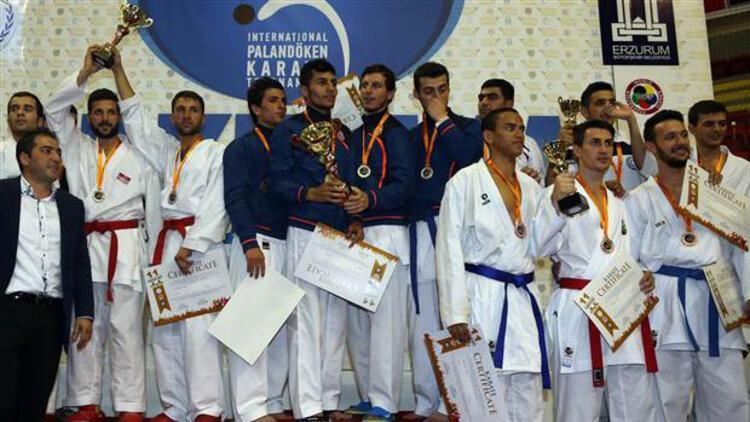 Karate turnuvasında lider Türkiye