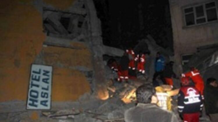2si otel 25 bina yıkıldı, enkazda kalanlar var