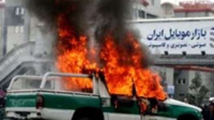 İran kaynıyor: 15 ölü