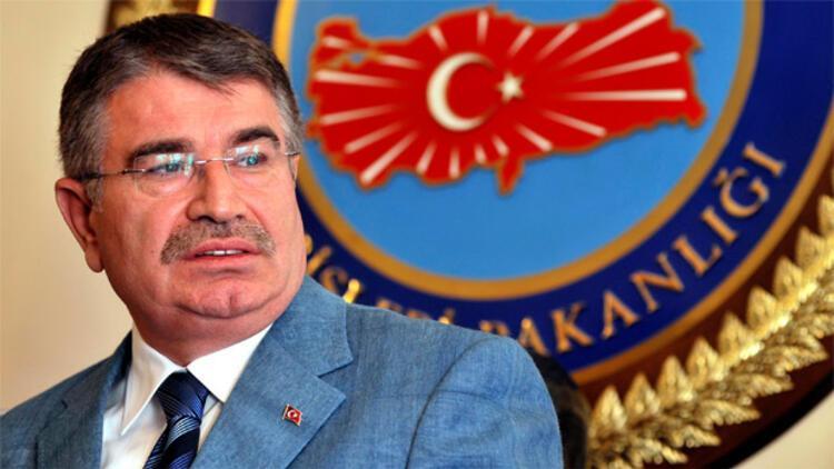 İdris Naim Şahin istifa etti