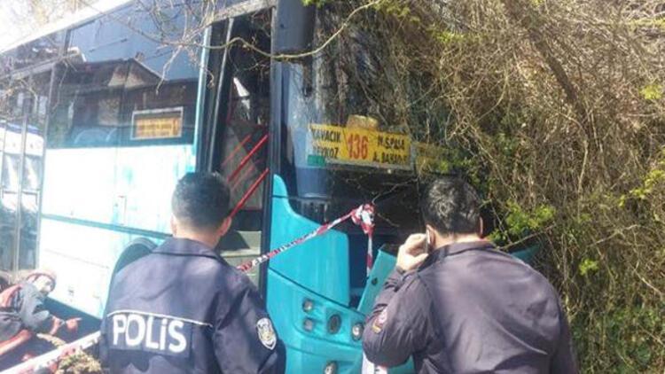 Özel halk otobüsü yol kenarındaki kadınları ezdi
