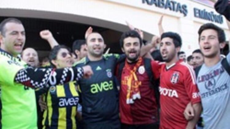 Fenerbahçe ve Beşiktaş taraftar grupları Taksim'e yürüdü