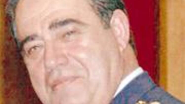 Liyakat nişanını Chirac'a iade etti