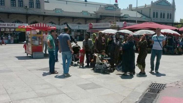 Zabıtalar Suriyelileri vapurla karşı kıyıya gönderdi