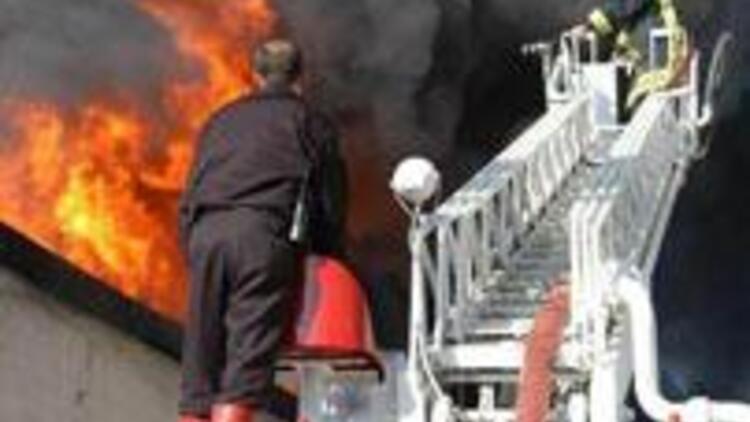 Uşak'ta fabrika yangını kontrol altında