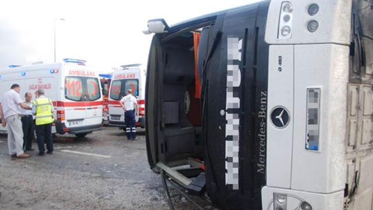 Ankara'da yolcu otobüsü devrildi: 42 yaralı