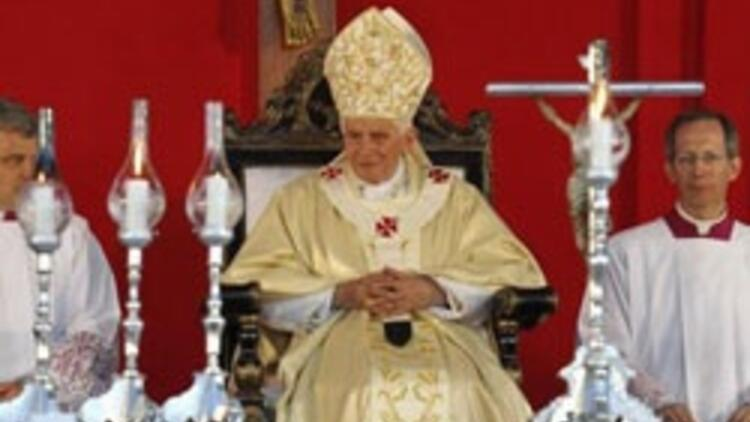 Papa'dan tarihi Küba ziyareti