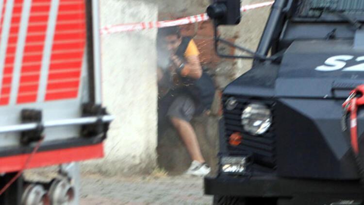 Sultanbeylide bomba sonrası ateş açıldı çatışma çıktı: 1 polis şehit, 2 terörist öldürüldü