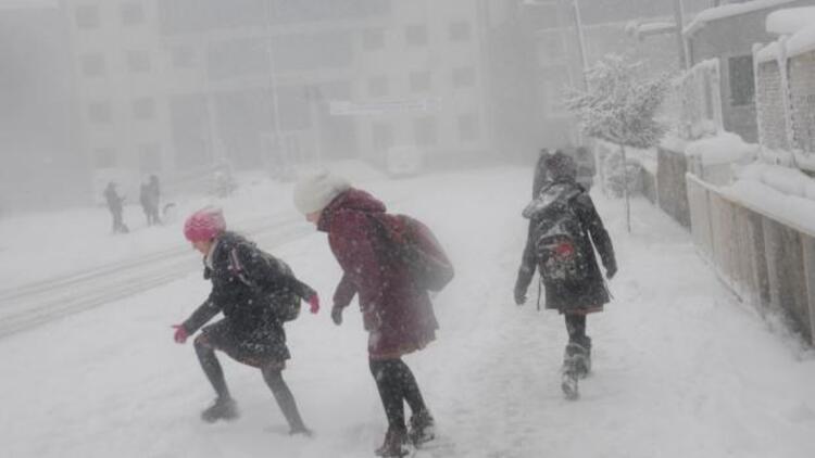Yarın okullar tatil mi? Merak edilen soruya İstanbul Valisi Vasip Şahin ne cevap verdi?
