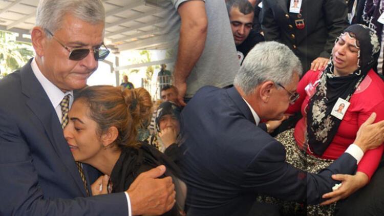 Şehit annesi: Ben de Diyarbakırlıyım, Kürdüm. Bu anneler niye ağlıyor ?