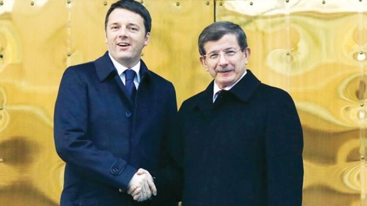 İtalya Başbakanı Renzi: Davutoğlunun Paristeki yürüyüşe katılması biraz sırıtıyordu