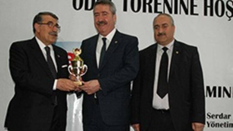 Cahit Kıraç'a Yılın Valisi ödülü