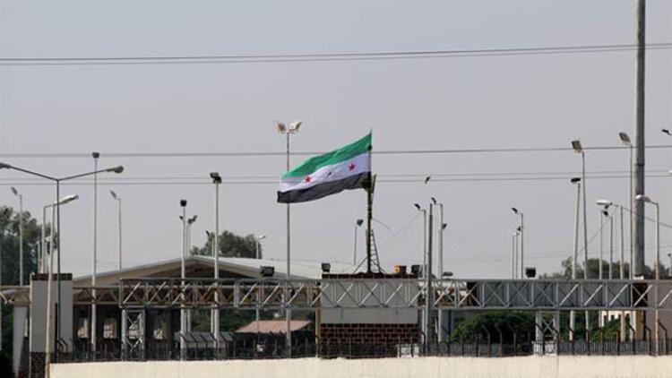 PYD'nin çekildiği Tel Abyad'a ÖSO bayrağı asıldı
