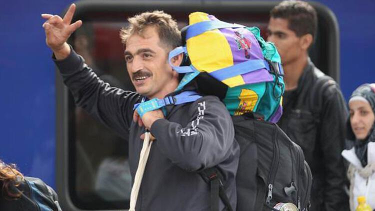 Sığınmacılar Almanyaya giriş yaptı