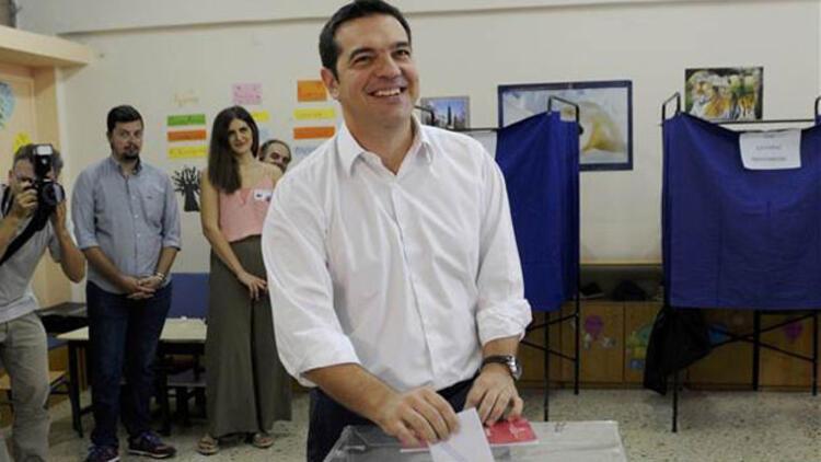 Yunanistan'da halk sandık başında... Çipras oyunu attı ve ilk mesajını verdi