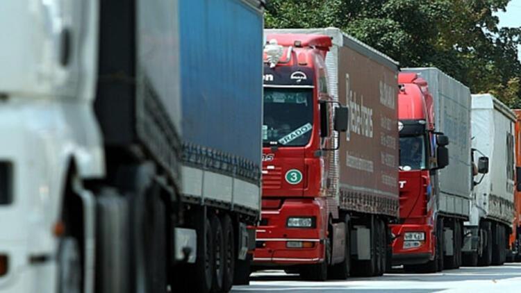 Sırbistan, Hırvatistan sınırını tır ve mal trafiğine kapadı