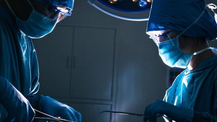 Türkiyenin en ünlü doktorları ameliyathanede hangi müziği dinliyor