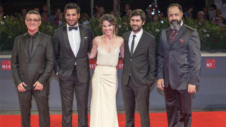 Venedik Film Festivali'nde Altın Ayı için yarışan Abluka filminin yönetmeni Emin Alper: Abluka'da anlattığımız dünyanın içindeyiz