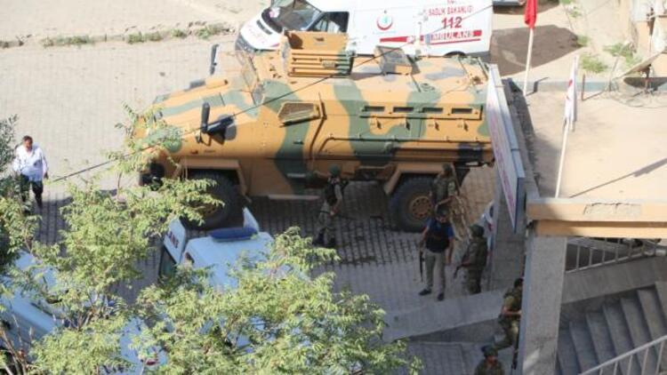Şemdinli'de askeri araca bombalı saldırı: 2 şehit