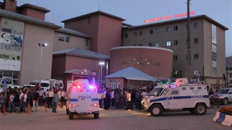 Hakkaride bombalı saldırı: 2 polis şehit