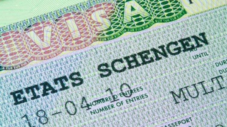 Çavuşoğlu: AB ile vizeler 2 yıl içinde kalkacak