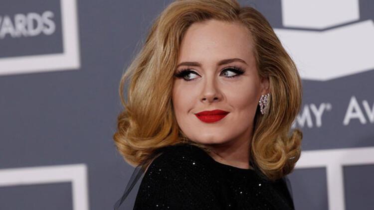 Adele'in yeni şarkısı 'Hello' için eleştirmenler ne diyor?