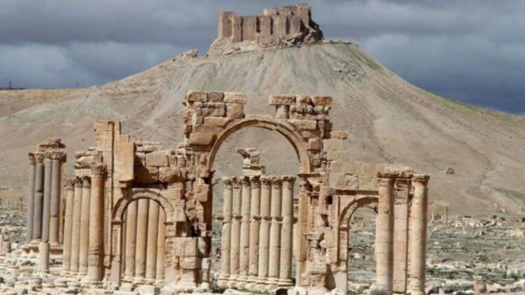 Rus uçakları Palmira'yı vurdu