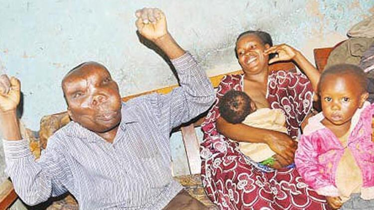 Uganda'nın 'en çirkin' adamı 8. kez baba oldu