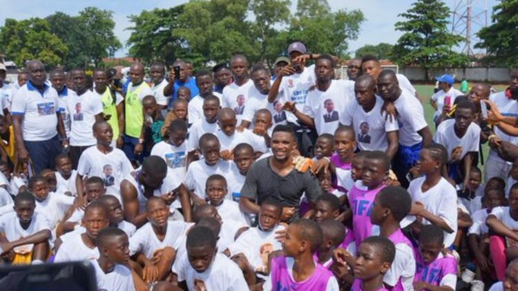 Eto'o, Ebola için Batı Afrika'da