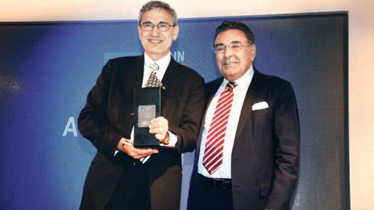 Büyük ödül Orhan Pamuk'ta