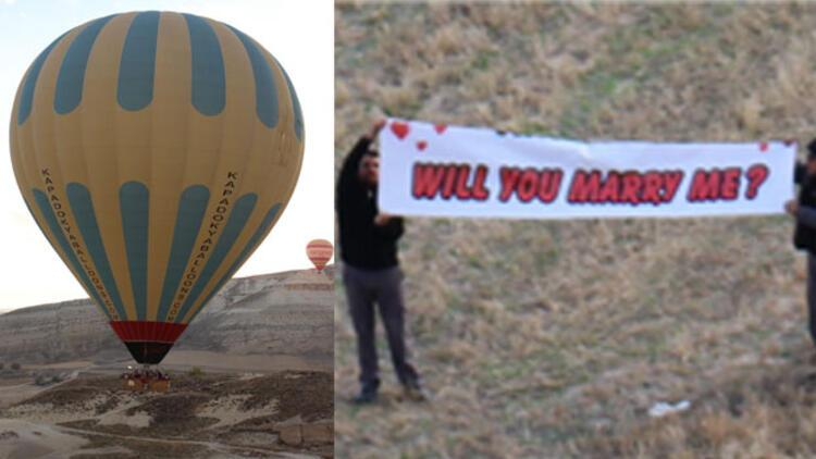 Ünlü oyuncuya balonda evlilik teklifi