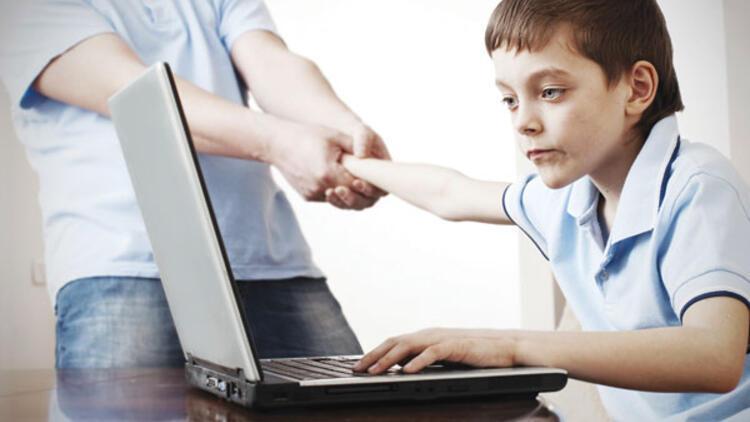 Her 10 gençten 1'i bilgisayar bağımlısı - İK/Yeni Ekonomi Haberleri